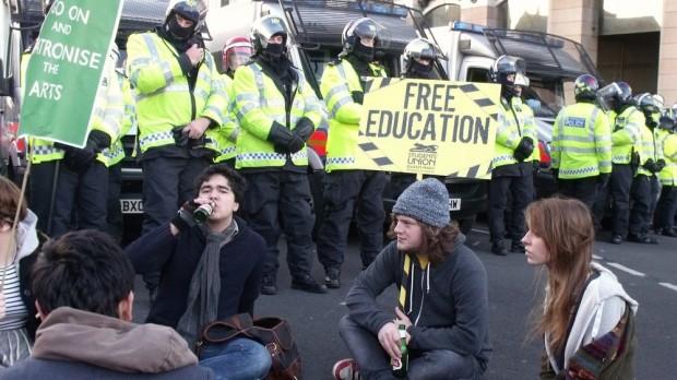 Optøjer i Storbritannien: De studerendes dom over regeringen