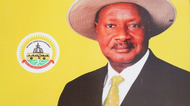 RÆSON i Uganda: Museveni vinder præsidentvalget overraskende stort
