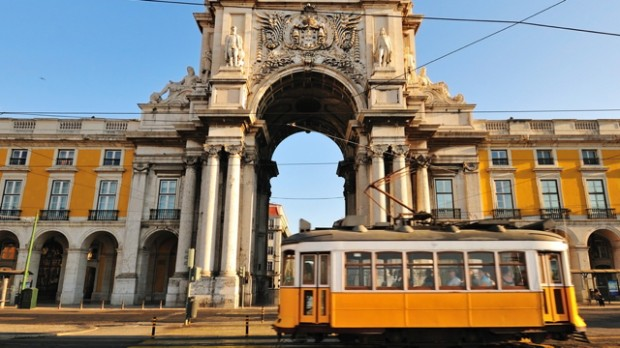 Portugals tidligere udenrigsminister: Hård græsk spareopskrift virker ikke