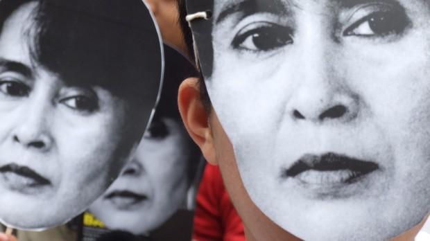 Burmesisk Forår: Hillary Clinton vil hjælpe det på vej