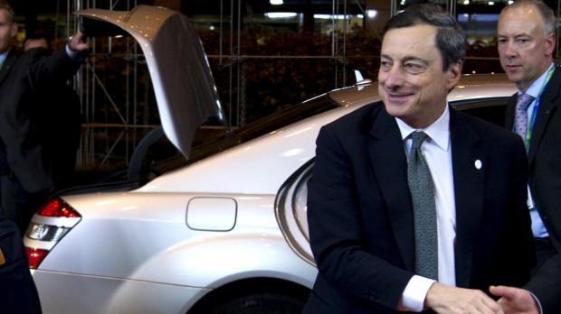 Eurokrisen: Europa er strandet mellem centralbanken og finansministerierne