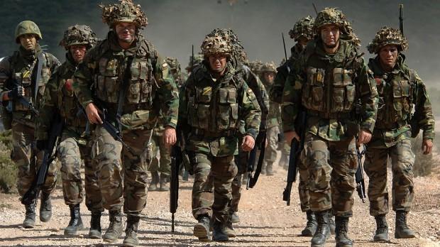 Fremtidens forsvar: NATO skal skrue ambitionerne ned for at overleve
