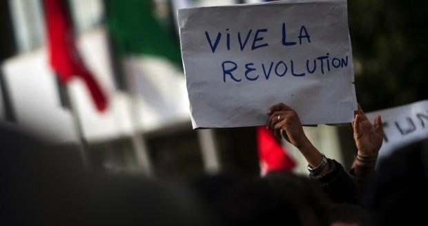 Årsdag i Tunesien:Overgangsforsamling udskyder forfatning gang på gang