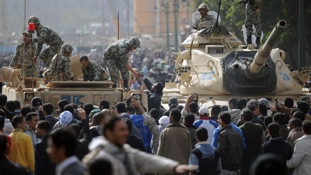 Egypten: Mursi og militæret vil hellere have magt end folkestyre