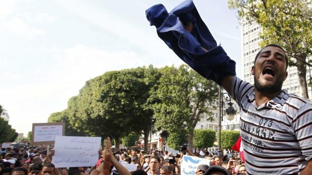 Årsdag i Tunesien: Oppositionen prøver at presse sig til magten