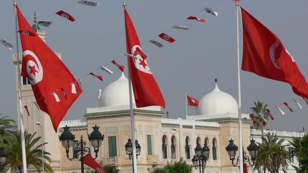 Tunesien:  Grundloven er død, revolutionen lever