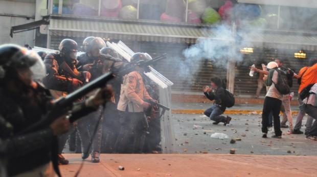 Venezuela: Urolighederne breder sig i et splittet land