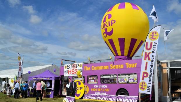 """UKIP:  Cameron kaldte dem """"kugleskøre tosser og skabsracister"""" – nu er de i Underhuset."""