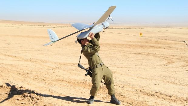 Kommentar om dansk våbenindkøb: Fuldstændigt hovedløst at købe israelske kanoner