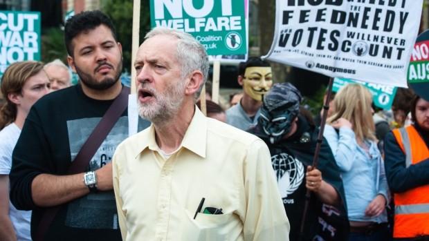 Labours nye leder rusker op i centrumvenstre Af Jakob Terp