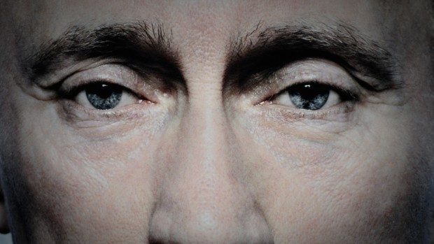 Uffe Ellemann-Jensen om Syrien: Putin spiller en svag hånd meget dygtigt