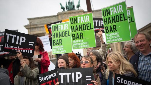 Christian Juhl: Fri handel over Atlanten vil skabe et kapløb mod bunden