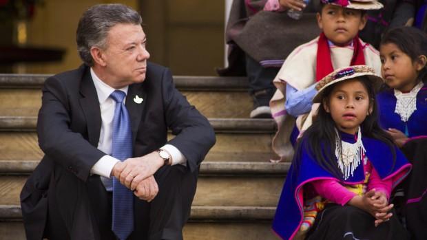 I Colombia klinker præsident Santos skårene efter 'nej' til fredsaftale