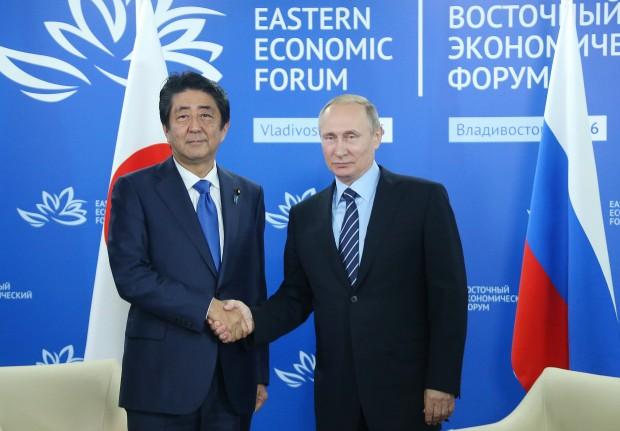 Japans Abe og Ruslands Putin – to mænd der har brug for hinanden
