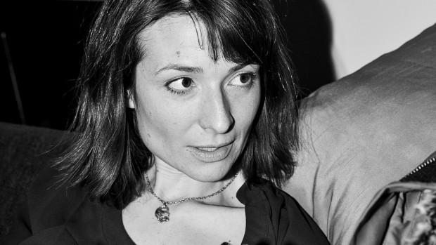 RÆSON: Hvad er journalisternes største illusion om sig selv?Iben Maria Zeuthen: At der ikke er andre, der kan lave det. Det er jo løgn. Alle kan lave det.