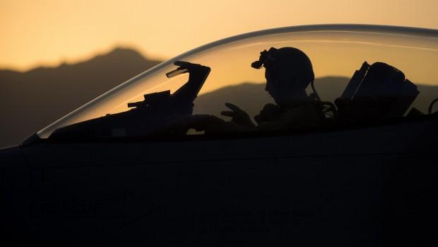 """""""Hvis generaler skal styre deres egne krige, så bliver de ved. Det er lige præcis det, der sker i Afghanistan nu""""Mikkel Vedby Rasmussen (om Afghanistan og om Irak og Syrien)"""