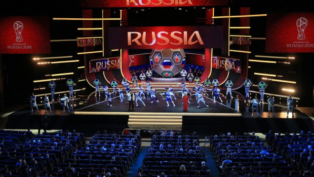 Putins VM: Skuespil for folket og rigdomme til FIFA-toppen [LONG-READ]
