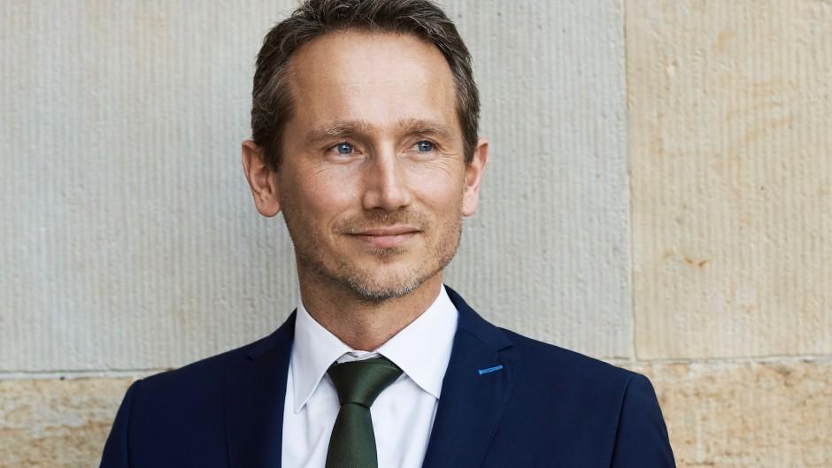 Kristian Jensen i RÆSONs nye nummer: Vi må ikke lade vores tillidsfulde samfund erstatte af mistillidssamfundet. Det vil være at miste netop det, som vi ønsker at forsvare
