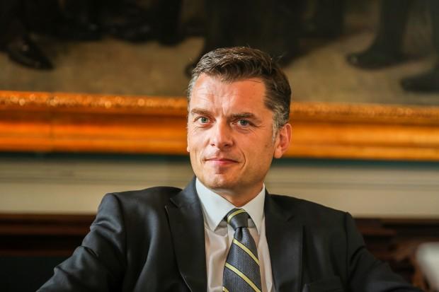 """""""Fra venstre til højre står danske og europæiske protestpolitikere uden en plan for, hvad der skal erstatte det, de ønsker at rive ned"""" – Jan E. Jørgensen"""
