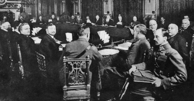 Mikkel Vedby Rasmussen i RÆSON34: 100 år senere skrives vores historie stadig i Østeuropa